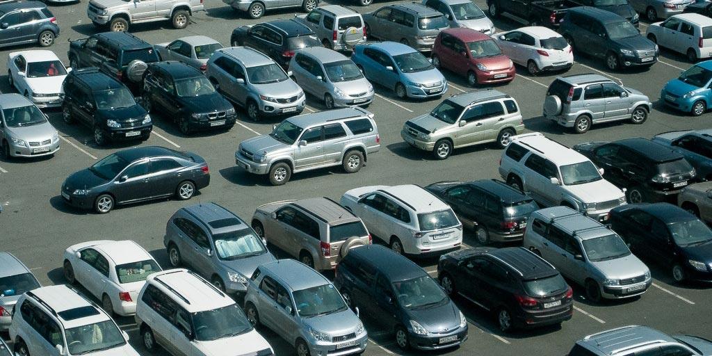 Медведев утвердил временный порядок ввоза в Россию подержанных праворульных автомобилей